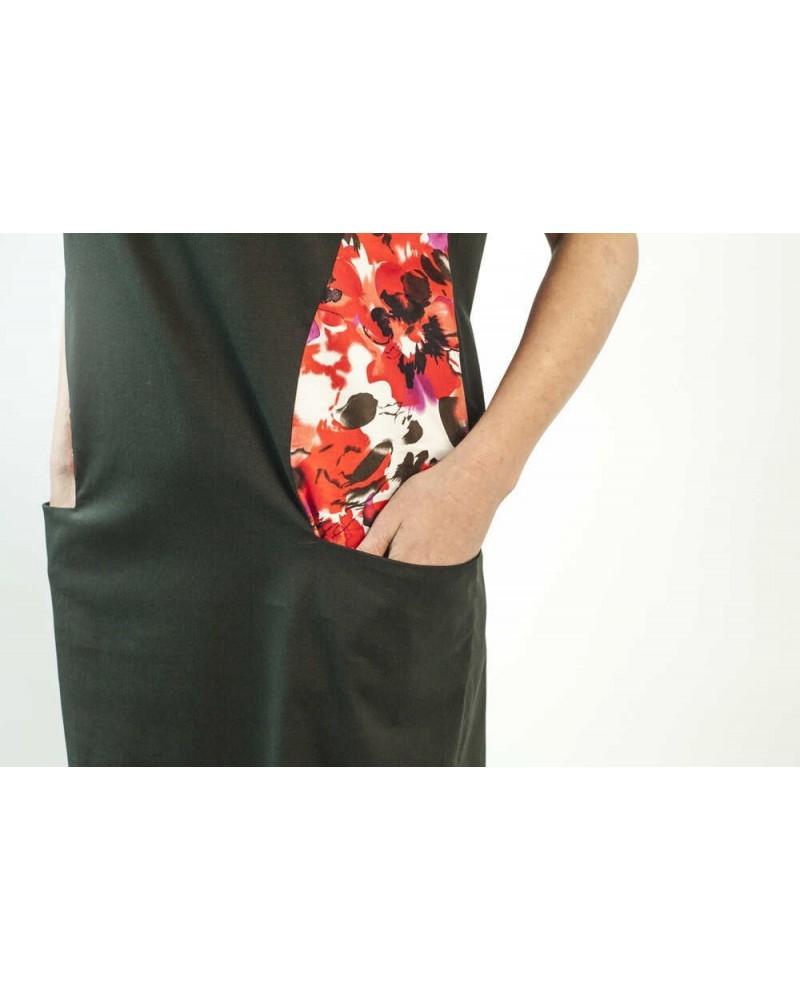 Vestito nero smanicato inserto floreale. Sartoriale.