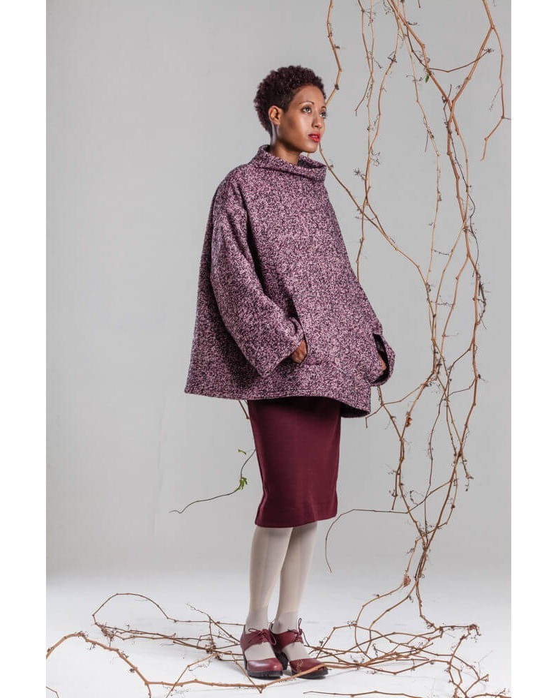 Poncho in lana collo alto sartoria italiana. Bordeaux