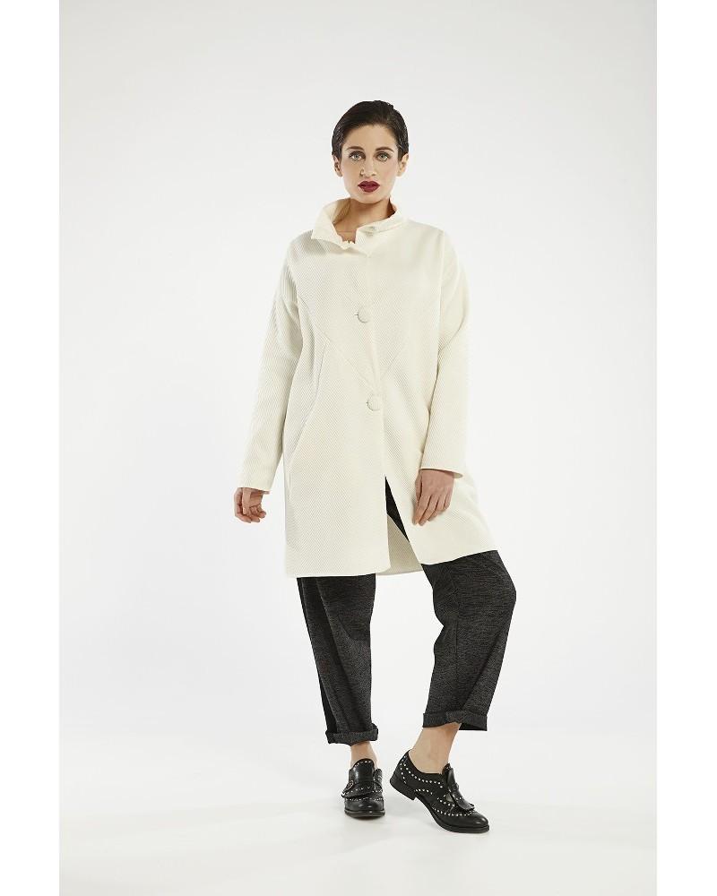 Cappotto sartoriale in lana con bottoni. Linea Ismara