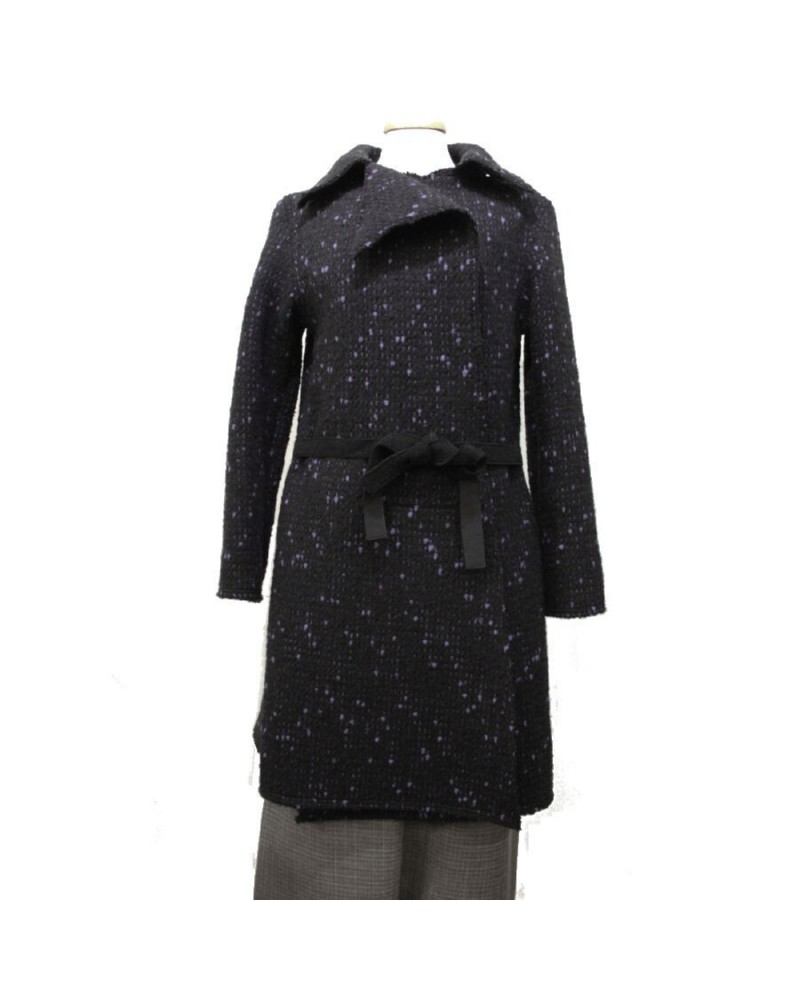 Cappotto nero in lana sagomato sartoria italiana.