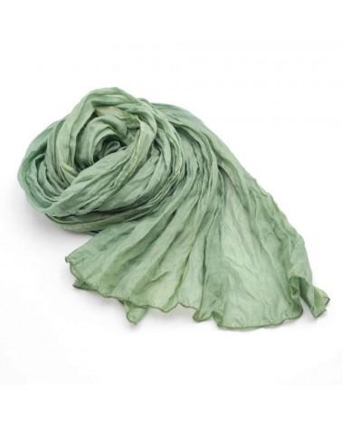 Sciarpa in seta verde tinta con colori natural, produzione artigianale.