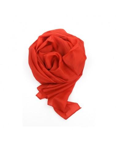 Sciarpa rossa elegante in seta tinta con tinture ecologiche