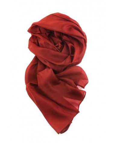 Sciarpa ruggine elegante in seta tinta con tinture ecologiche..