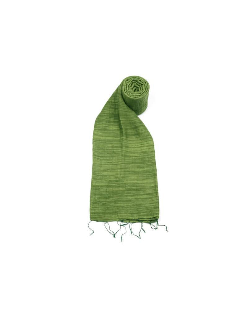 Sciarpa verde pino in seta e cotone con tinture ecologiche.