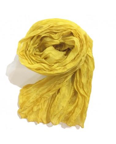 Sciarpa gialla in seta tinta con colori naturali, produzione artigianale.
