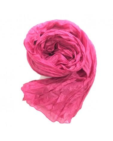 Sciarpa magenta in seta tinta con colori naturali, produzione artigianale.