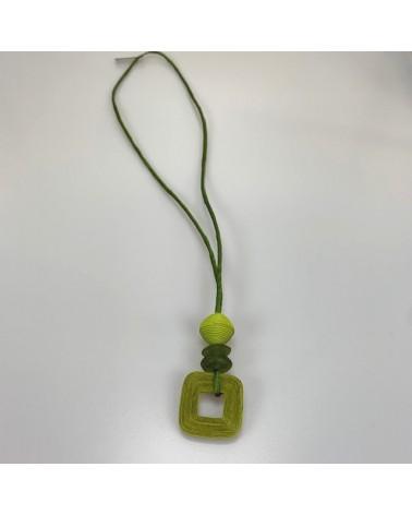 Collana lunga artigianale in cotone, seta e vetro riciclato, verde.