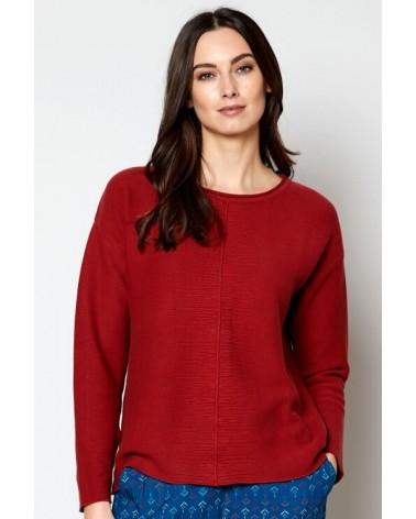 Maglione rosso lavorato a maglia in cotone biologico.