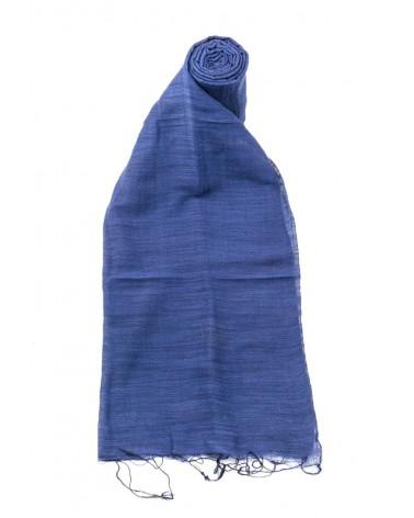 Sciarpa blu in seta e cotone con tinture ecologiche.