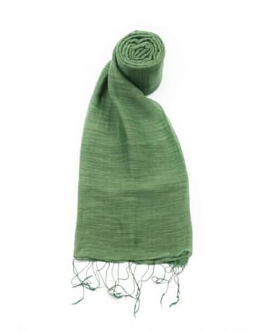 Sciarpa verde cipresso in seta e cotone con tinture ecologiche.