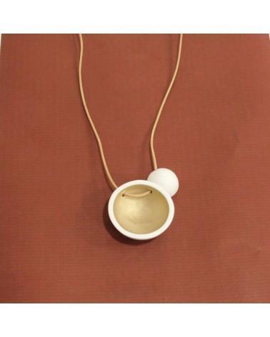 Collana artigianale con ciondolo in porcellana bianco e oro opaco