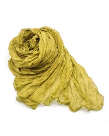 Sciarpa in seta ocra tinta con colori naturali, produzione artigianale.