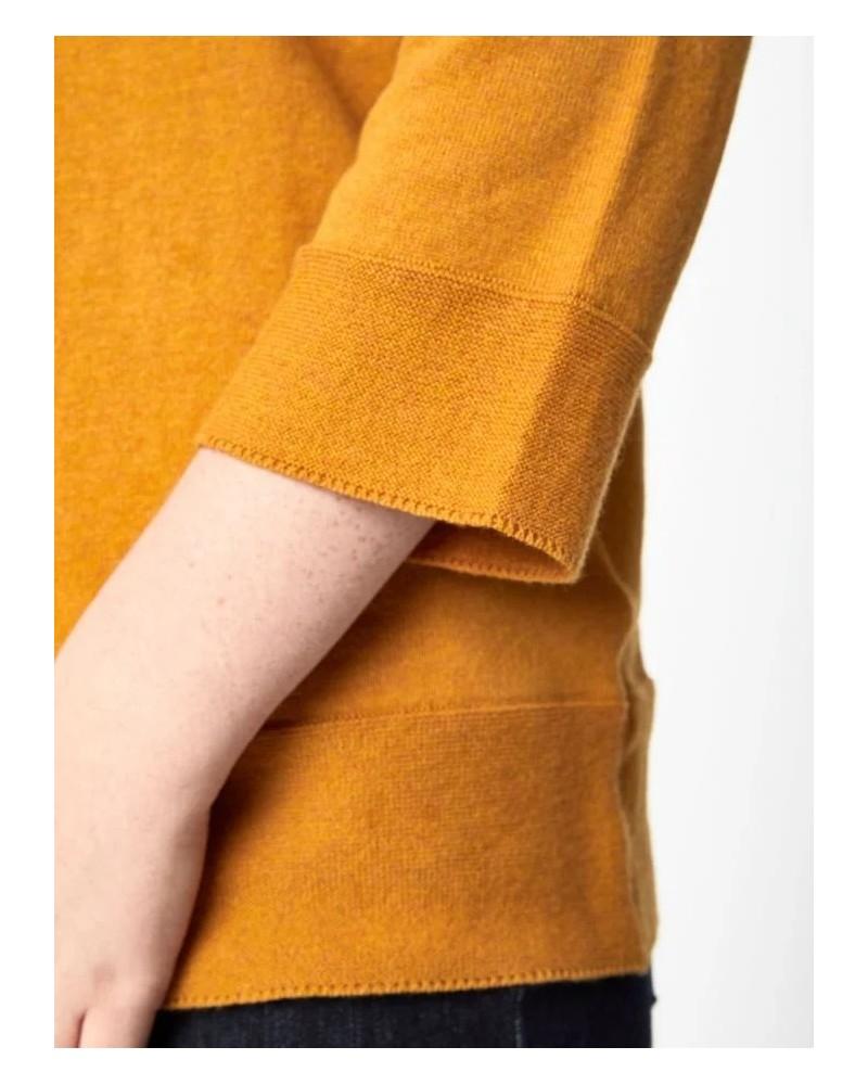 Maglione fine tinta unita ocra in cotone bio e lana.