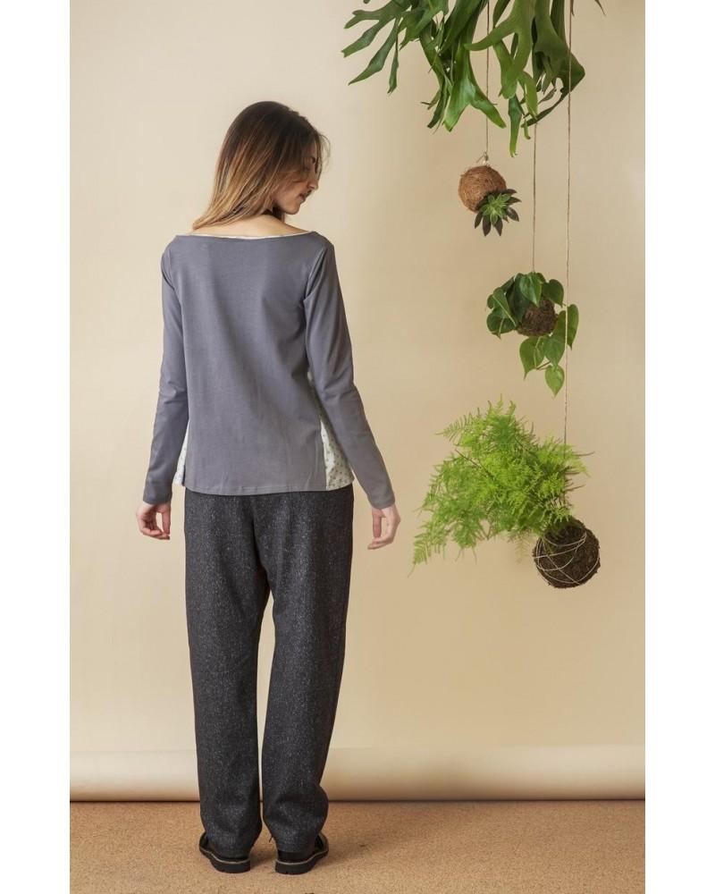 Maglia grigia in jersey di cotone con fianchi e bordino a contrasto, TG XS. Articolo di sartoria