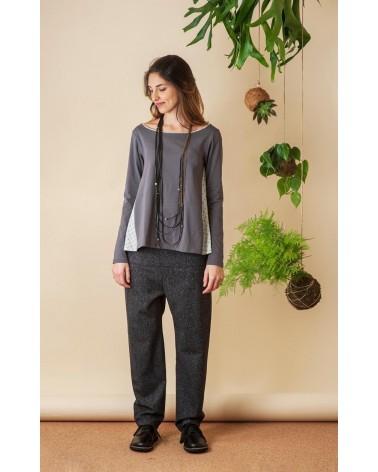 Maglia grigia in jersey di cotone con fianchi e bordino a contrasto, TG M. Articolo di sartoria