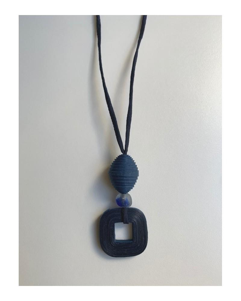 Collana lunga artigianale in cotone, seta e vetro riciclato, blu.