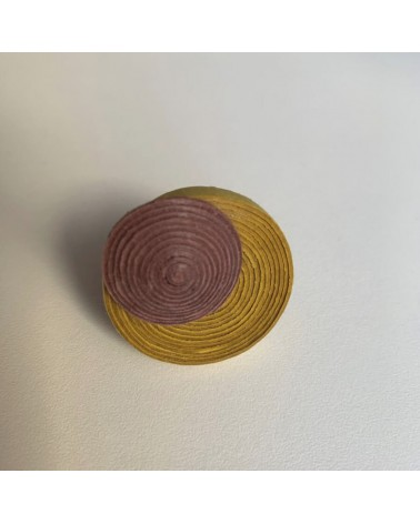 Anello artigianale in cotone e lino verde e viola, regolabile.