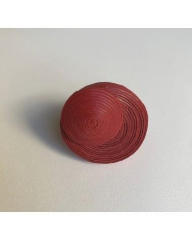 Anello artigianale in cotone e lino rosso, regolabile.