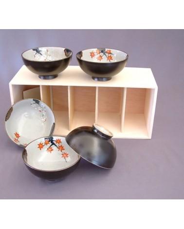 Set cinque ciotole nere in porcellana, provenienza Giappone.