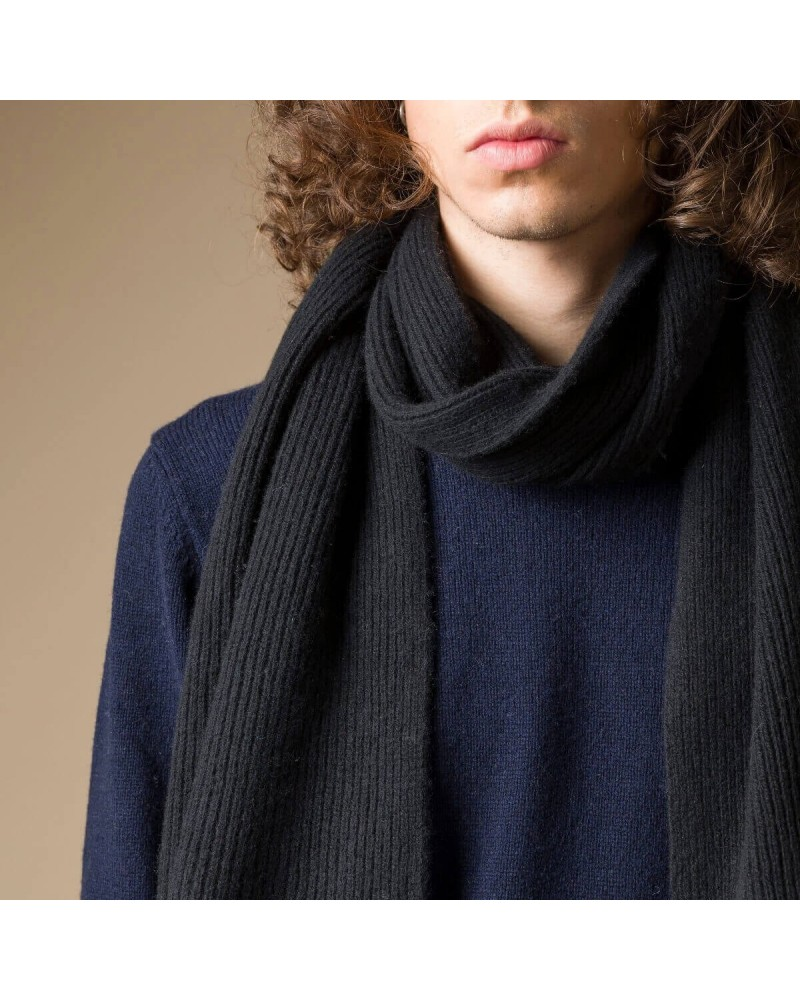 Sciarpa blu in cashmere rigenerato. Made in Italy