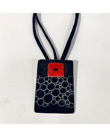 Collana artigianale in ceramica con ciondolo rettangolare, cerchietti.