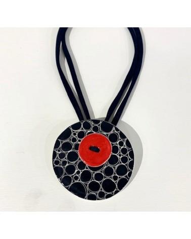 Collana artigianale con ciondolo circolare in ceramica. Regolabile, bolle nere.