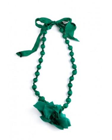 Collana verde in seta e legno con fiocco, tinture ecologiche.