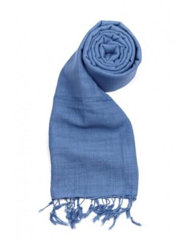 Sciarpa azzurro in cotone naturale con tinture ecologiche.