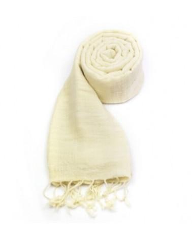 Sciarpa bianca in cotone naturale con tinture ecologiche.