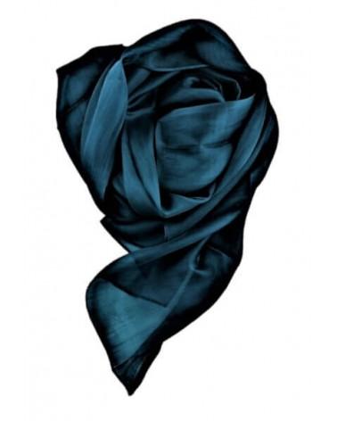 Sciarpa elegante in seta blu oceano con tinture ecologiche. Filo fine.