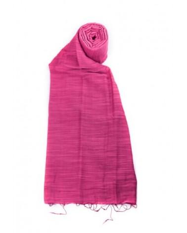 Sciarpa fucsia in seta e cotone con tinture ecologiche.