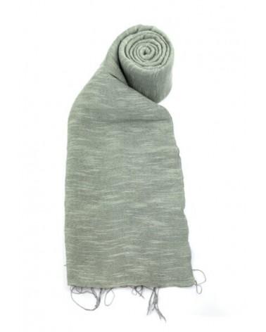 Sciarpa grigia in seta e lino tinture ecologiche. Filo medio