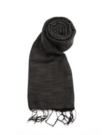 Sciarpa nera in cotone naturale con tinture ecologiche.