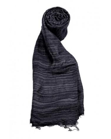 Sciarpa nera in seta grezza con tinture ecologiche.
